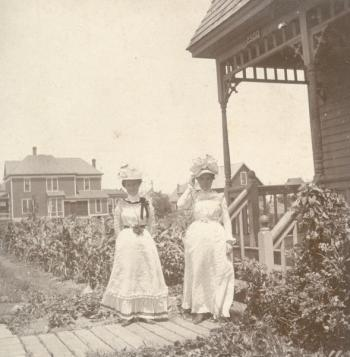 Lulu Brown and Grace Kroesen, about 1903.