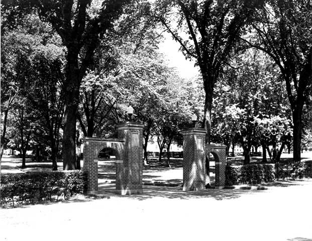 Class of 1914 gateway