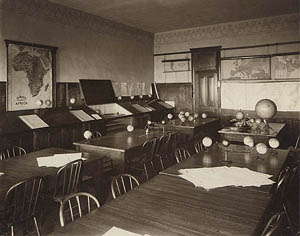 Old Gilchrist Hall classroom, 1930.
