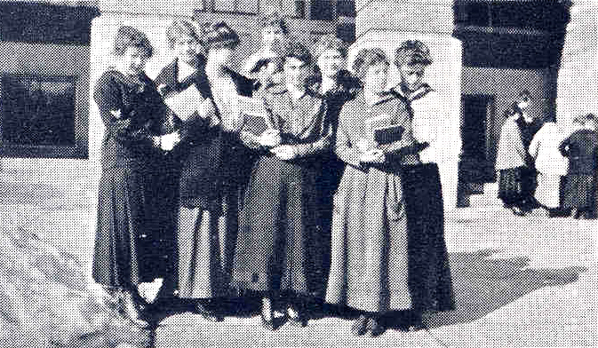 Sioux Club in front of the Library, 1916.
